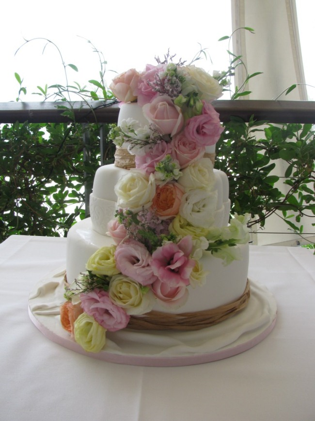wedding cake flavours yum the bride 39 s tree. Black Bedroom Furniture Sets. Home Design Ideas