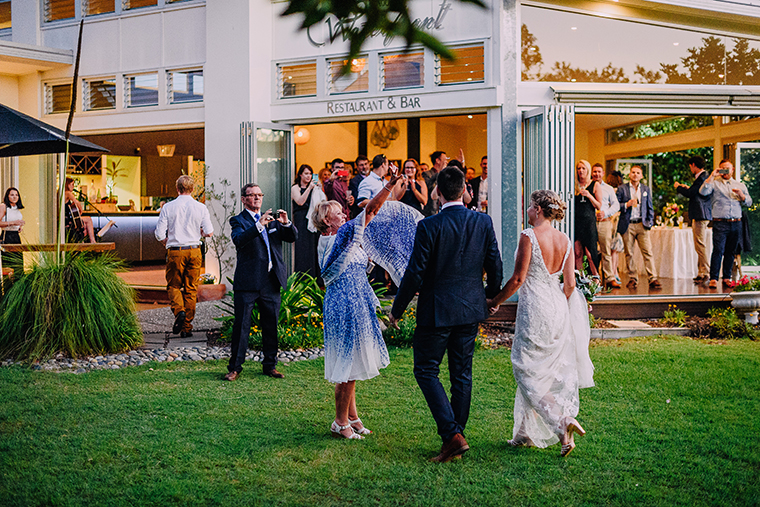 451-swirltography-laurinda-joe-fantastic-noosa-beach-wedding