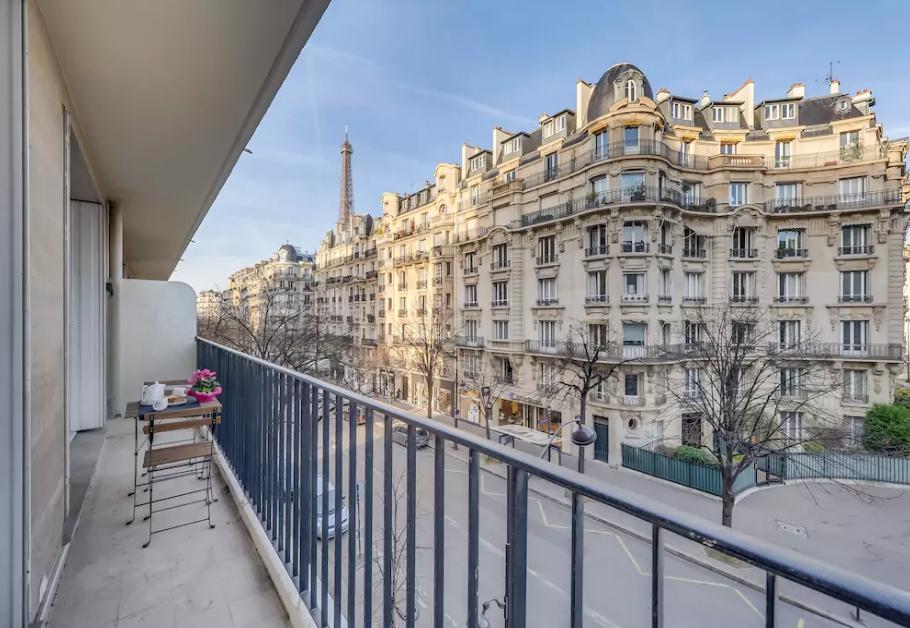 Honeymoon in Paris _ Airbnb paris apartment _ romantic Parisian Honeymoon _ The Bride's Tree